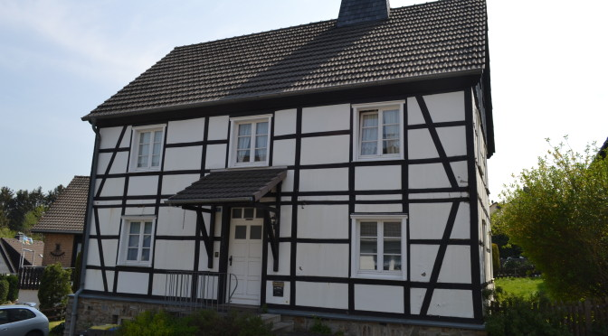 """<p style=""""text-align: center;""""><strong>Fachwerkhaus Hemer – Sanierung mit bewegender Vorgeschichte: </strong>"""