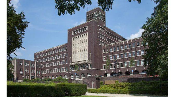 "<p style=""text-align: center;""><strong>Stuckdecke Rathaus Oberhausen:</strong></p>"